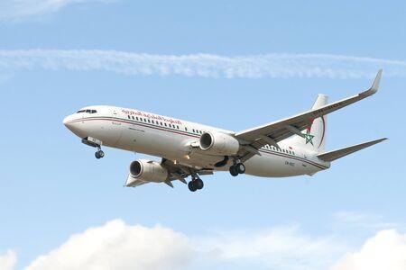 London, uk - August 03, 2013 - A Royal Air Maroc Boeing 737-800 lands at Heathrow airport in London Redakční