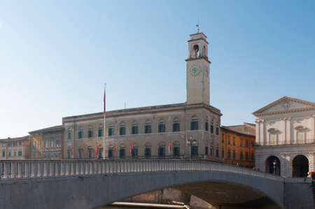 View of Pisa: Palazzo Pretorio (praetorium palace) seat of the town hall of the city and Ponte di Mezzo (middle bridge) on the banks of the Arno river 에디토리얼