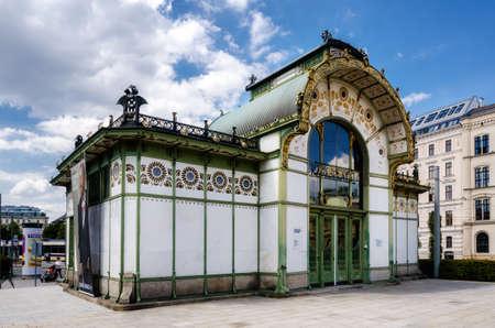 VIENNE, AUTRICHE - 17 mai 2017: Station Karlsplatz Stadtbahn à Vienne (Autriche), ancien pavillon de métro de l'architecture jugendstil du XIXe siècle, le 17 mai 2017