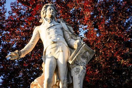 Monument à la mémoire de Wolfang Amadeus Mozart à Burggarten, parc public de Vienne (Autriche) Banque d'images - 80943500