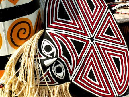 maschera tribale: Maschera tribale e decorazioni