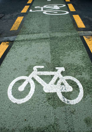 exercice: Green bicycle lane with white bycicle sign  Stock Photo