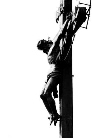 jesus on cross: Jesucristo crucificado aislado en blanco - concepto de Pascua Foto de archivo