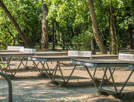 Worn out table tennis in Herestrau park, Bucharest.. Outdoor metal tables for tennis. 스톡 콘텐츠