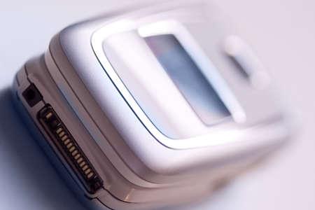 telephone mobile in magenta tone