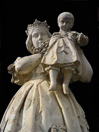 statue queen