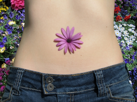 belly with flowers