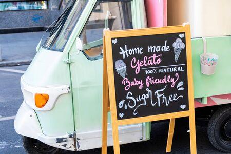 Gluten free, lactose free, gluten free ice cream sign. Advertisement on chalk board 版權商用圖片