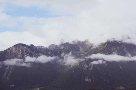 Mountains through the clouds - Road trippin 'from Geneva to Zermatt Foto de archivo