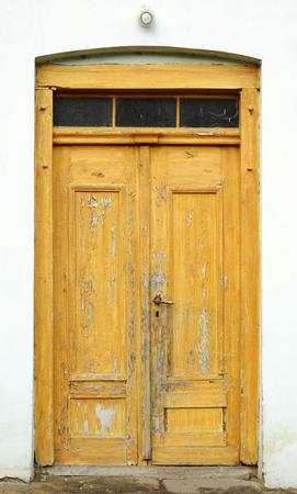 Old doorflaked