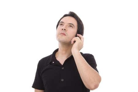 whithe: Joven casual mediante tel�fono celular aislado en whithe