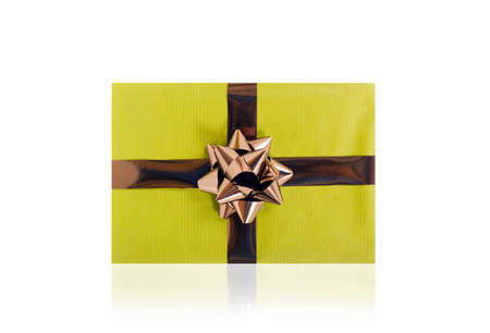 Single green gift box with brown ribbon on white background. 免版税图像
