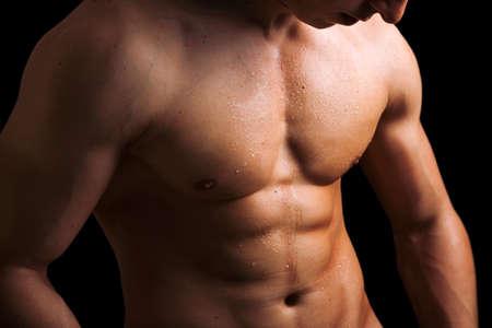 desnudo masculino: Perfecto torso masculino desnudo contra el fondo negro Foto de archivo