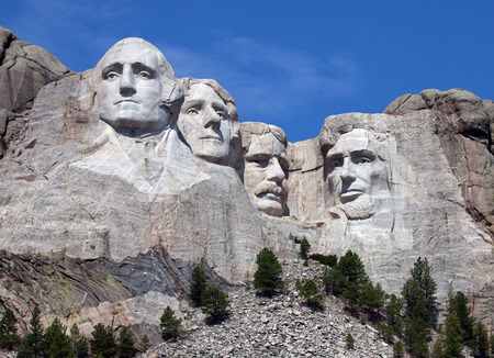 midwest usa: Mount Rushmore National Monument in South Dakota. Summer day with clear skies.