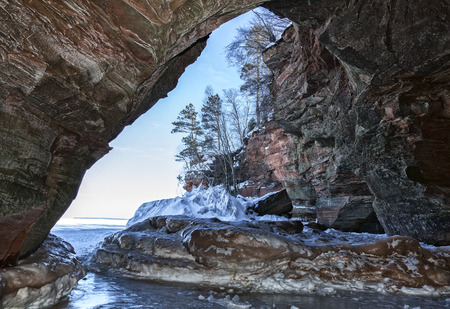 슈 피리 어호의 기슭에있는 사도 섬 얼음 동굴. 위스콘신의 겨울 여행