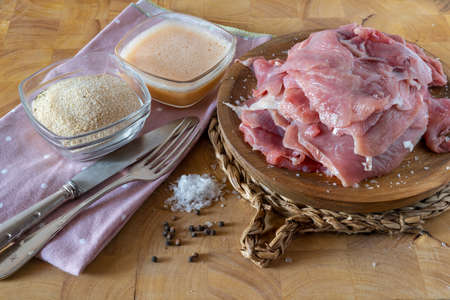 Turkey meat prepared with flaked salt and pepper ready to batter with egg and breadcrumbs and cook Zdjęcie Seryjne