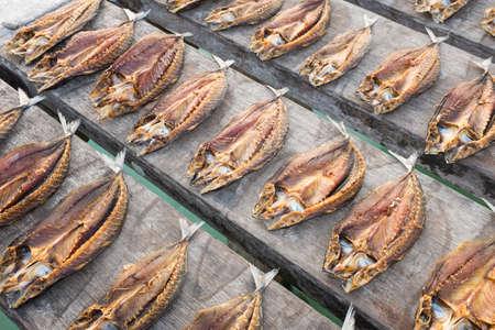 Tropische Fische in der Sonne trocknen Banda-Inseln Indonesien Maluku