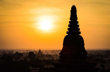 Tempel bei Sonnenaufgang in Bagan Myanmar Lizenzfreie Bilder