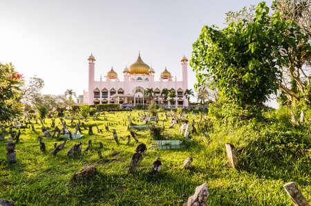 Old state mosque in Kuching in evening light, Malaysian Borneo Lizenzfreie Bilder