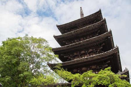Kyoto, Japan - 16. Juli 2013: Fast 55 Meter hoch, fünfstöckige Pagode buddhistischen Toji. Editorial