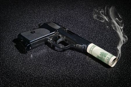 greenback: Pistol with imitation of silencer from dollar greenback