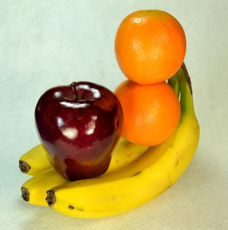 リンゴとバナナの束の上に立って 2 オレンジ 写真素材