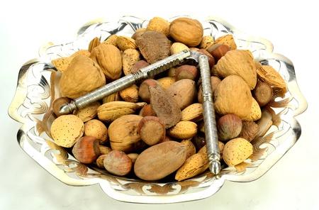 クルミ、ブラジル ナッツ、アーモンド、ヘーゼル ナッツ、ペカン金属皿。