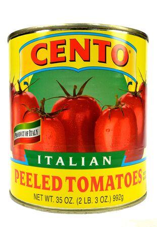 白い背景の上のトマトのことができます。 報道画像