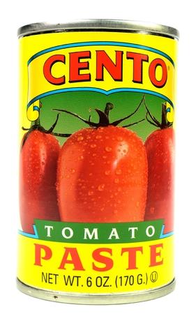 白い背景の上のトマト ペーストすることができます。
