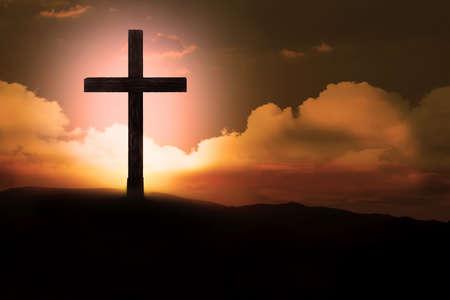 kruzifix: Kruzifix mit hellen Sonne