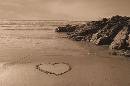 coraz�n en la arena