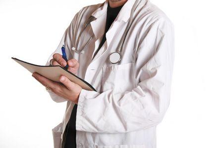 Doctor en tomar blanco de la capa pacientes historia durante un examen m�dico. Foto de archivo