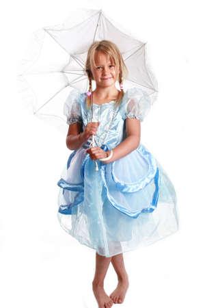 bonita chica con vestido azul y un paraguas de fantas�a