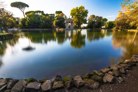 Villa Borghese is a landscape garden in the naturalistic English manner in Rome, containing a number of buildings, museums (see Galleria Borghese) and attractions. It is the third largest public park in Rome Italy. 免版税图像