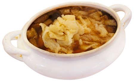 olla barro: Hongo de bamb� con la sopa de pollo en una olla de barro