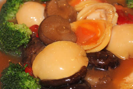 braised mushrooms: Braised abalone with mushrooms, broccoli and bell pepper in gravy sauce