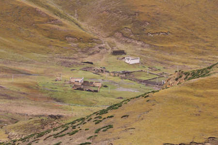 tibetan house: Tibetan house among the mountains in Tibet, China