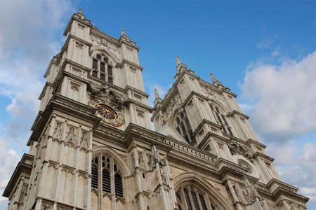Western facade of Westminster Abbey with Gothic style in a sunny day, London, UK Imagens