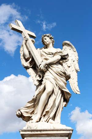 Ange portant la croix par Ercole Ferata à Castel Sant'Angelo, Rome, Italie