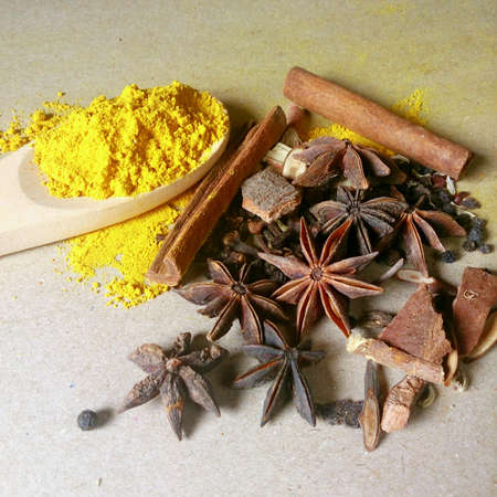 whitw: mixture of Indian spices