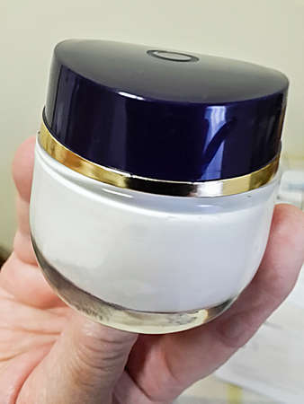 recipient: color picture  of a cosmetic cream recipient