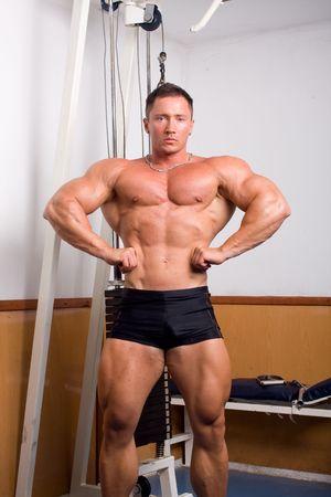 bodybuilder posant Banque d'images