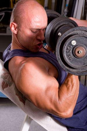 bodybuilder training: bodybuilder training his bicep Stock Photo