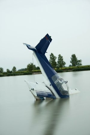 crash: plane accident in a lake