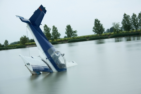wrecks:  plane accident in a lake