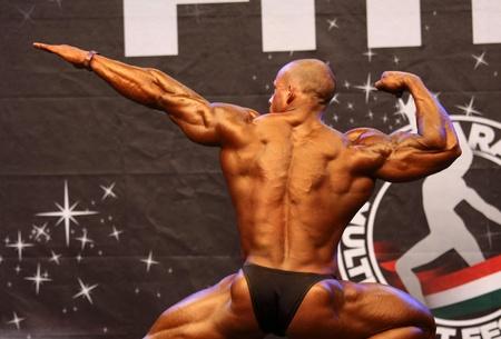 BUDAPEST - 17. Oktober: Szalma Attila beteiligt Fitparade Bodybuilding Championship-100 kg Kategorie 17 Oktober 2010 in Budapest, Ungarn