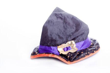 samhain: Sombrero de bruja aislado en fondo blanco