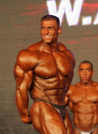 BUDAPEST - 7 novembre: Zoltan Voros partecipa nella categoria bodybuilding campionato mondiale WABBA alto 7 Novembre 2009 a Budapest, Ungheria