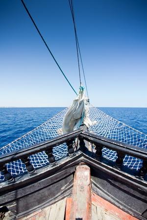 barco pirata: detalle de un barco de piratas en T�nez Foto de archivo