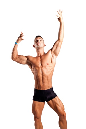 hombres musculosos: bodybuilder flexionando sus m�sculos en el estudio Foto de archivo